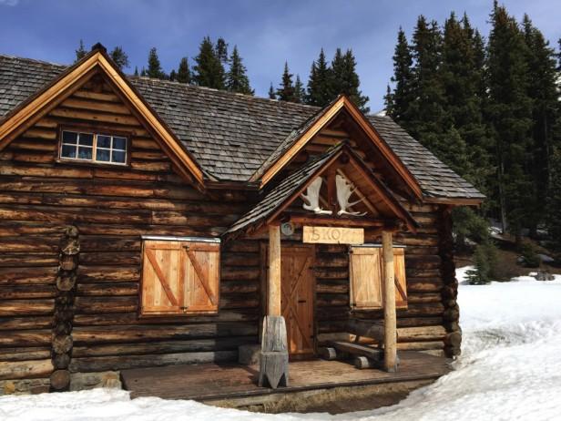 Skiing Skoki Lodge
