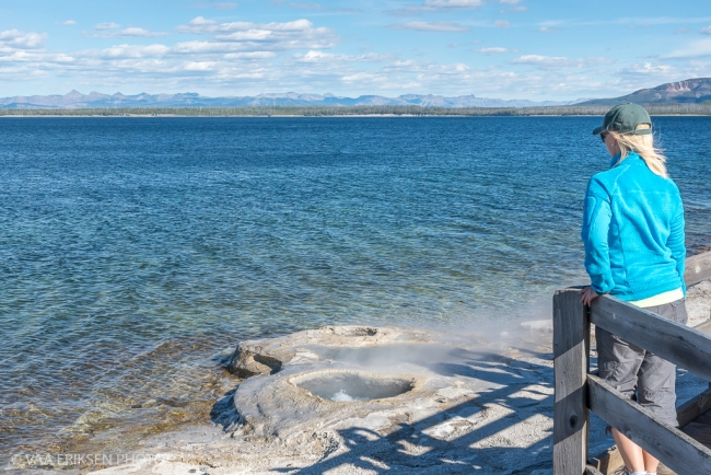 Geyser Yellowstone Lake